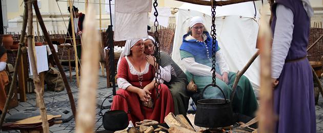 Tabere medievale şi ateliere meşteşugăreşti în fiecare zi de festival